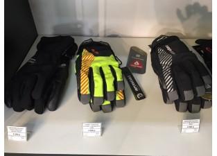 Особые условия на куртку перчатки